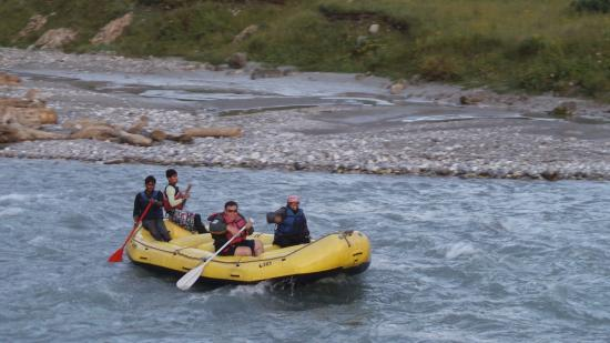 Paradise Camping Resort: Rafting in Indus river