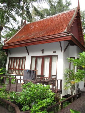 Royal Lanta Resort and Spa: Bungallow terrace