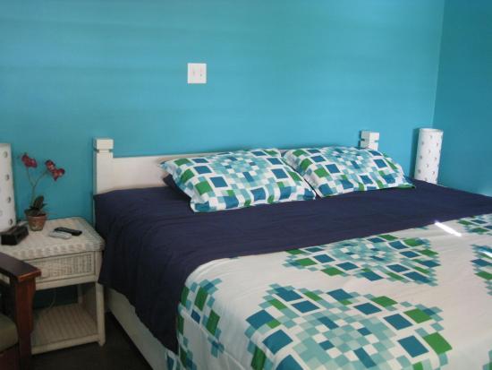 Miles Away Villa Resort & Spa : cane king size room