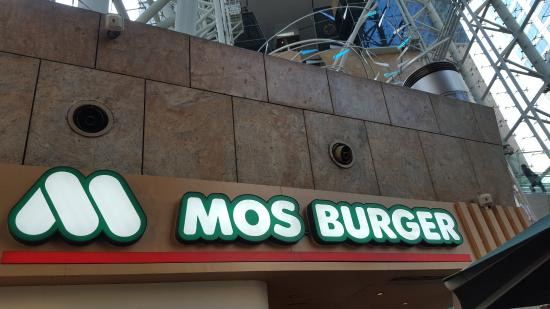 mos burger 4ps in hong kong Mos burger mos burger in singapore]] mos rice burger the mos rice burger uses a bun made of rice mixed with barley and millet there also used to be a 'yakiniku rice burger' (grilled strips of beef rice burger) (available in hong kong.