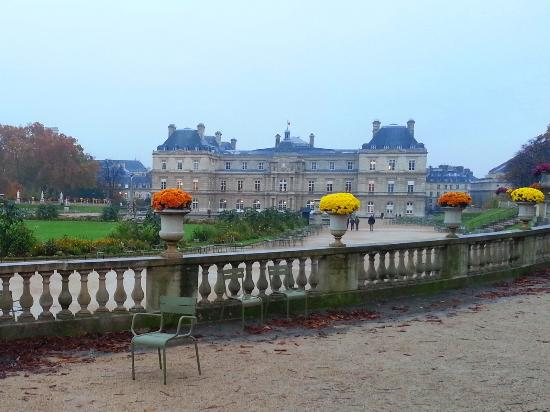 le jardin du luxembourg et le palais du luxembourg picture of luxembourg gardens paris. Black Bedroom Furniture Sets. Home Design Ideas