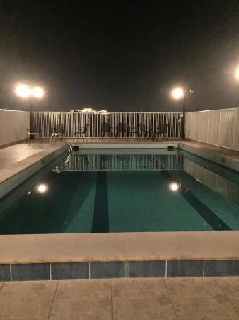 Het zwembad op het dak