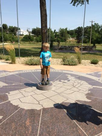 Belle Fourche, Güney Dakota: standing on geographic center of US