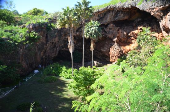 Kalaheo, Hawaï: The Cave from the trail above