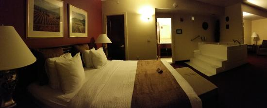 Marcus Whitman Hotel & Conference Center: Bedroom and Spa