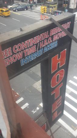 Econo Lodge Times Square: old hotel sign still on building lol LIMITED CABLE tho..