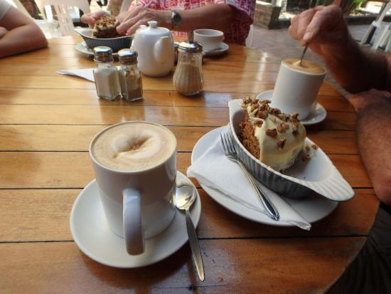 Stanwell Park, ออสเตรเลีย: Great Carrot and Walnut Cake
