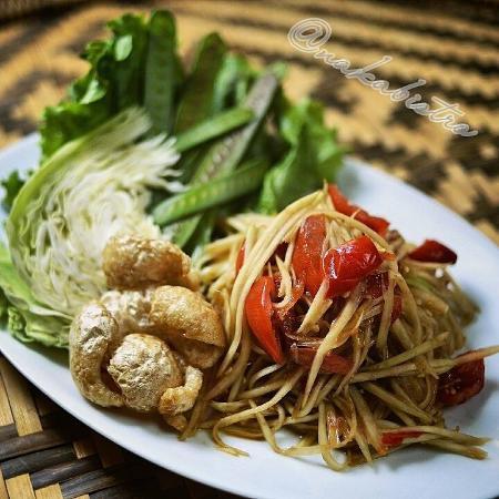 Spicy Lao Papaya Salad Picture Of Naka Bistro Lao Thai Cuisine - Cuisine laotienne