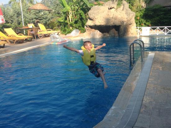 Celik Apartments: Beautiful clean pool
