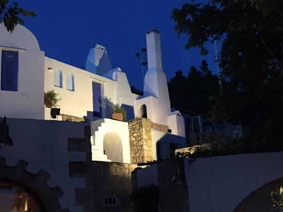 Eleas Gi: A lovely evening dining on the patio