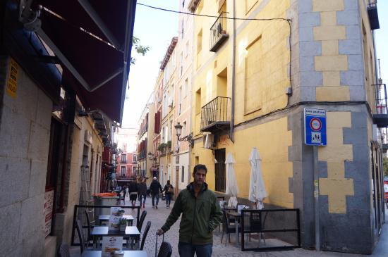 Hostal Adria Santa Ana: calle del hotel