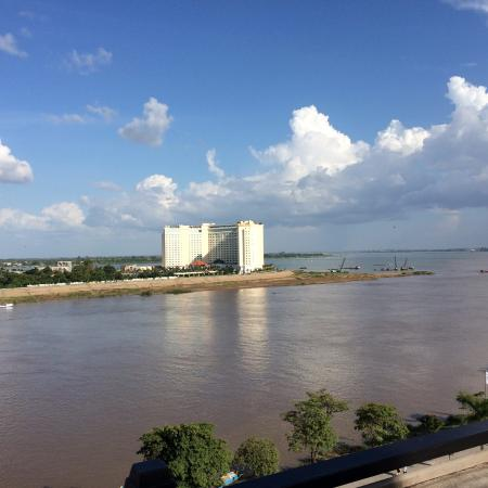 Le Grand Mekong: view over the rivers