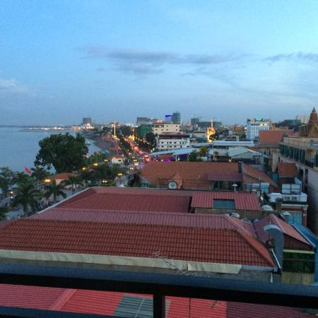 Le Grand Mekong: view over the palace