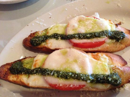 Amedeo's Italian Restaurant: Roma Tomato Crostini