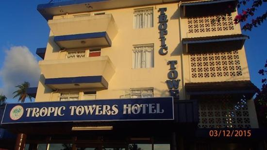 Tropic Towers Apartment Hotel: Main entrance