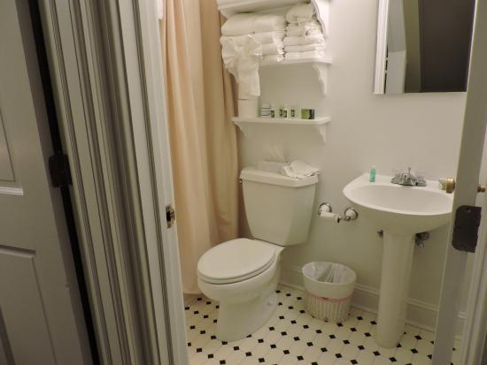 The Ocean Plaza: bathroom
