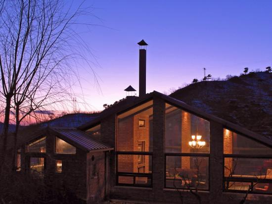 Brickyard Retreat at Mutianyu Great Wall: house outside