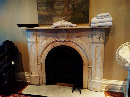By The Park Bed and Breakfast: fireplace inside the bedroom