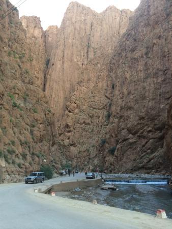 Tiniri Travel - Day Tours: Dades Gorge