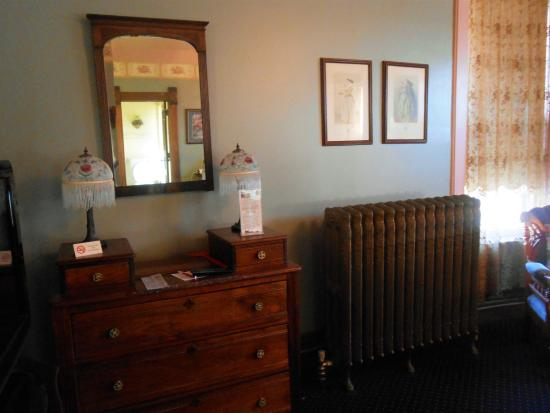 Council Grove, KS: Radiator for heating and estate quality antiques
