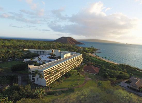 Makena Beach & Golf Resort: Makena looking over to Molokini
