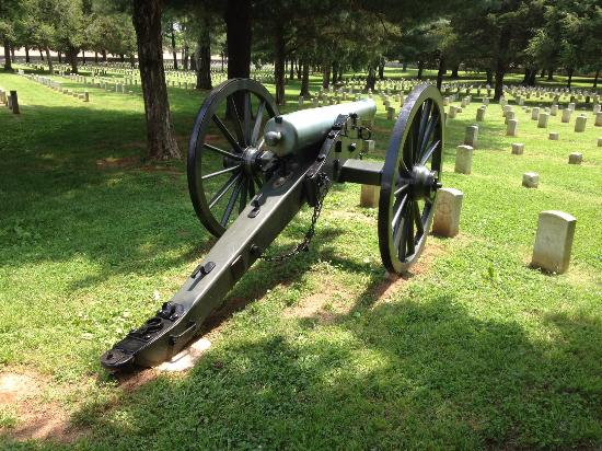 Murfreesboro, TN: Napoleon Field Piece at Stones River National Cemetery