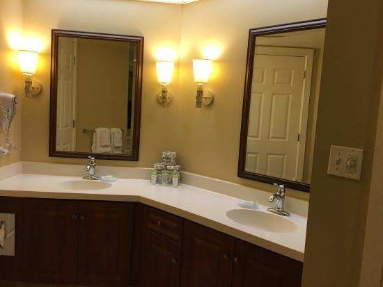 Marriott's Grande Ocean: Master bathroom