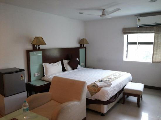 Falcons Nest Imperia Suites: bed