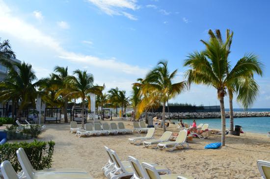 Hotel Riu Palace Jamaica Uncrowded Beach