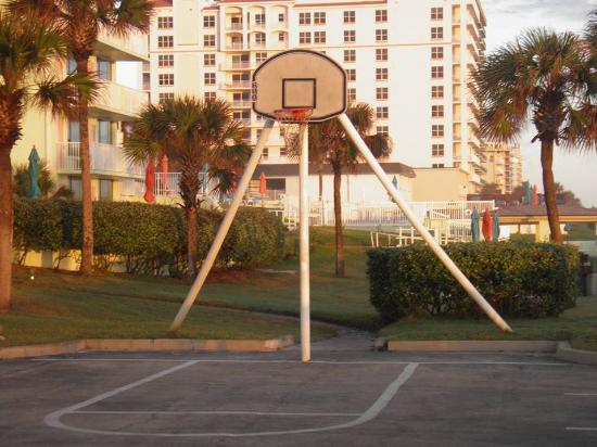 El Caribe Resort Conference Center Basketball Hoop At The Daytona