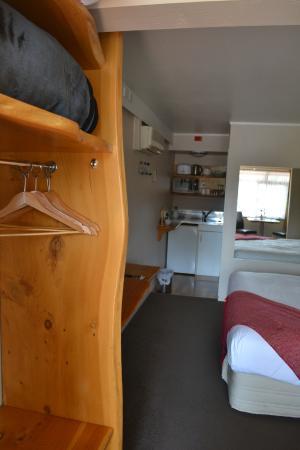 Paradiso Apartments: Kitchen area
