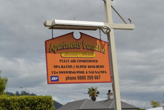 Paradiso Apartments: Signpost