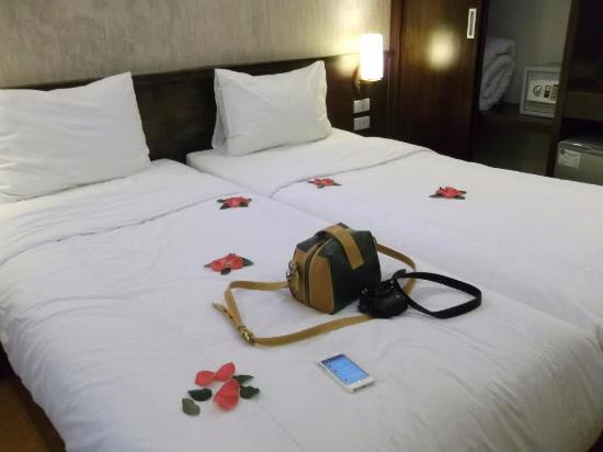 Rising Dragon Hotel: ราคาประหยัดเหมาะมากับเพื่อน หรือคู่