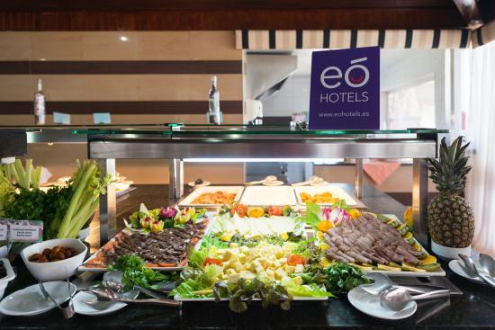 Buffet picture of eo suite hotel jardin dorado for Suitehotel jardin dorado