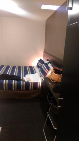 Nomads Melbourne: Private room bed