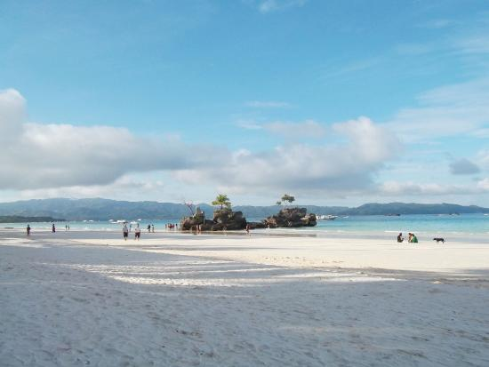 Pearl of the Pacific Boracay Resort & Spa: Long expansive beach front