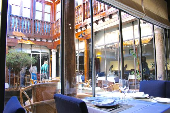 Hosteria Casa Palacio: Comedor y patio terraza