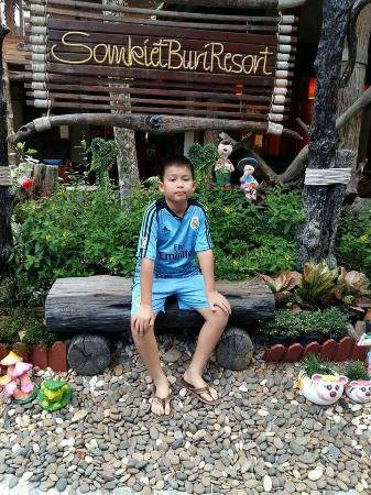 Somkiet Buri Resort: ที่ตั้งหางาย