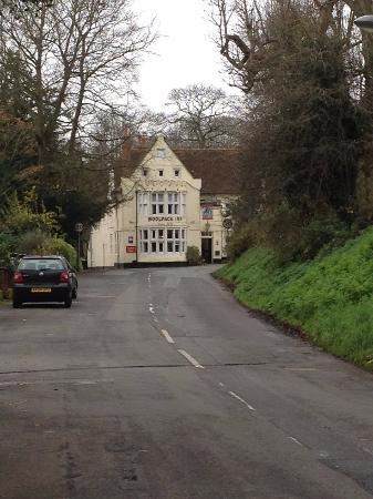 Chilham, UK : A quiet country lane, few cars and a great looking Inn