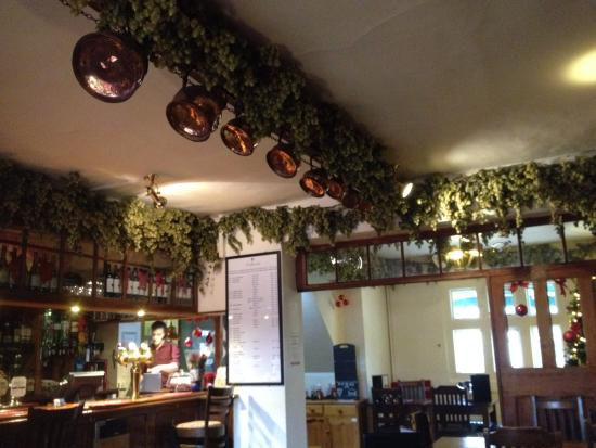 Chilham, UK : Hops abound as decoration. Good real Ales.