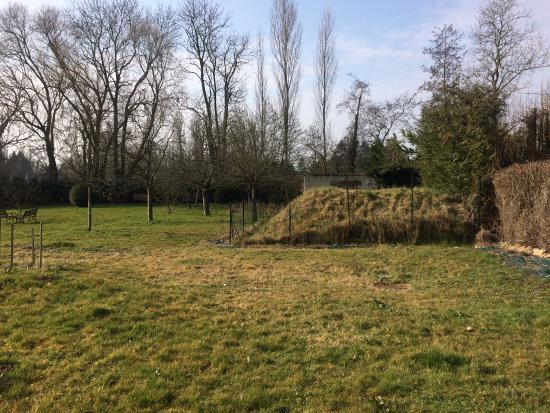 Seine-et-Marne, Francia: Vue gâchée par ce cabanon en parpaings