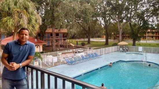 Travelodge Suites East Gate Orange: Área da Piscina