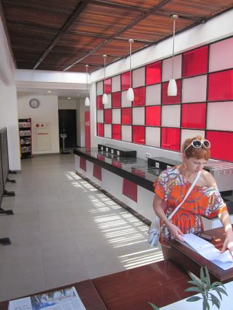 Amaris Hotel Legian - Bali: Холл