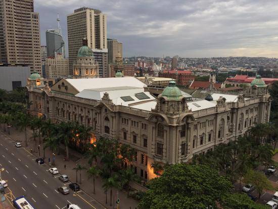 Albany Hotel: Вид из окна
