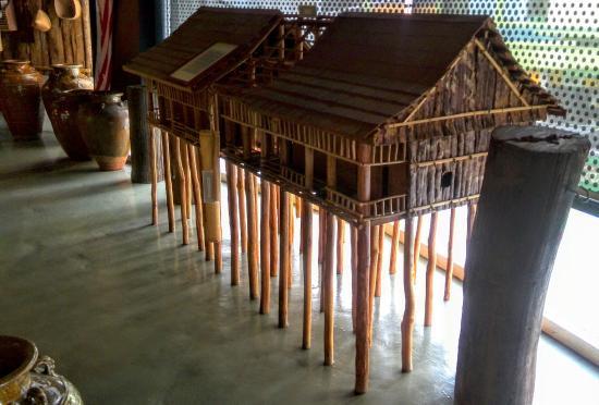 Sibu Heritage Centre : 博物館に展示されているロングハウスの模型