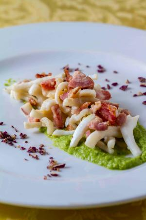 Leonardo Cafe Italian Restaurant: riccioli di calamari