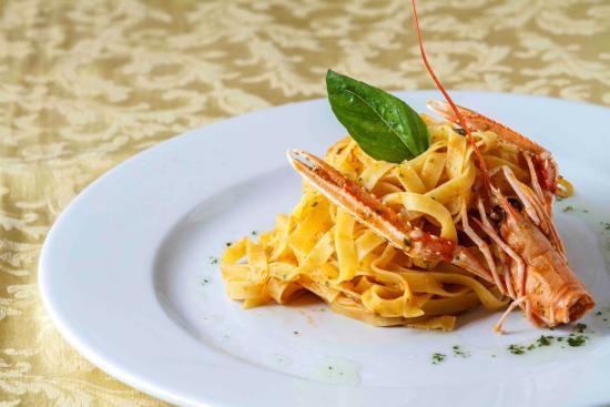 Leonardo Cafe Italian Restaurant: tagliatelle agli scampi