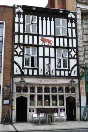 https://media-cdn.tripadvisor.com/media/photo-s/09/c6/7e/c4/the-red-lion-pub.jpg