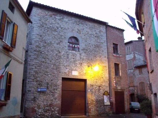 Monteleone d'Orvieto, Italie : La facciata e l'ingresso del Teatro