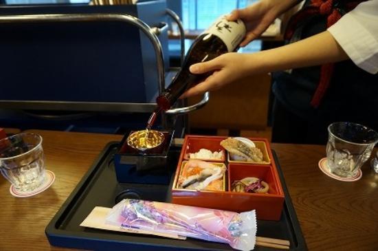 Joetsu, Japan: こんなおつまみ弁当をいただきます